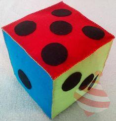 Kostka edukacyjna- pomoc edukacyjna, do nauki liczenia oraz gier planszowych, wykonana z filcu #filc #nauka #liczenia  #kolory #Würfel #dice #DIY #feltcube #handmadecube #countingcube Cube