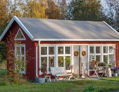 Sista helgen i gårdsbutiken Shed Cabin, Studio Shed, Backyard Sheds, She Sheds, Small Buildings, Romantic Cottage, Bungalow, Summer Kitchen, Cool Pools