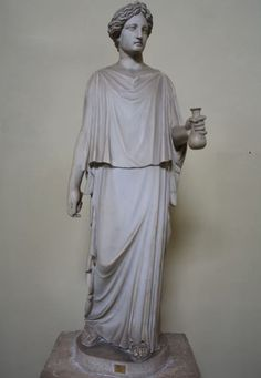 Ancient Greek clothing developed from the Minoan Civilization of Crete (2000-1450 BCE) through the Mycenean Civilization (1700-1100 BCE), Archaic Period (8th century to c. 480 BCE) and is most recognizable from the Classical Period (c. 480-323 BCE). The simplified fashion of the later periods recommended Greek garments to other cultures who adopted and used them widely. Ancient Greece Clothing, Ancient Greece Fashion, Ancient Rome, Ancient Art, Ancient History, Greece Costume, Ancient Greek Costumes, Art Romain, Greek Dress