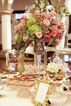 Logra un look romántico y elegante con los centros de mesa de Sweet Juliette. http://issuu.com/lefourquet/docs/chic_brides_09_digital/29?e=4076435/8240214