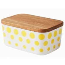 HELBAK Revy Butterbox Yellow  --- Butterbox from Helbak's collection Revy.This butterbox features fun decorative dots in one colour around the entire box. The butterbox comes with a timber lid made of Oak. Dimensions: H: 6.5 x 14 x 9.7cm. Fits a regular sized butter.Available in 4 Colours. Every product is decorated by hand and therefore unique. A personal touch or a slight variation to the image may occur.