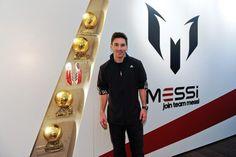 Messi con sus cuatro balones de oro y sus nuevas botas