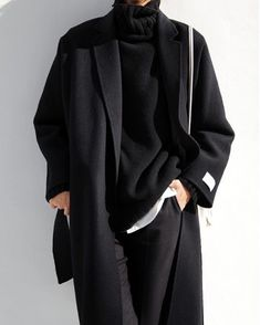 The Masculine Look: Layered black outfit with long wool coat. Look Fashion, Korean Fashion, Winter Fashion, Fashion Outfits, Fashion Design, Vogue Fashion, Grunge Outfits, 80s Fashion, Fashion Wear