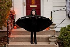 DIY halloween costume   Girl's vampire costume  www.bethanymeister.com