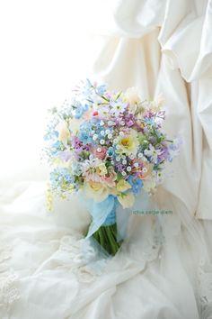 表参道の教会、小さな結婚式様へのブーケでした。 ブルースターとカスミソウをいれて、 青や紫多めのミックスカラーのブーケです。 でも暗... Small Wedding Bouquets, Bride Bouquets, Flower Bouquet Wedding, Prom Flowers, Lilac Flowers, Beautiful Flowers, Rainbow Wedding, Magical Wedding, Pastel Bouquet