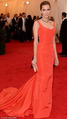 Best dressed @ 2014 Met Gala | Allison Williams in a Oscar de la Renta coral gown with a sweeping train