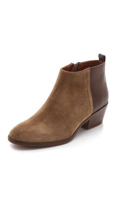 Madewell The Charley Booties. You can check our more boyfriend shoes at http://www.wantering.com/trends/boyfriend-shoes/