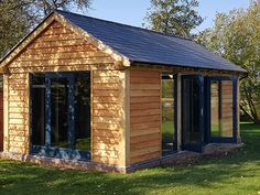 Shires Oak Buildings used traditional construction techniques to build a beautiful oak framed detached garden building in Towcester, Northamptonshire. Studio Shed, Garden Studio, Backyard Office, Garden Office, Timber Buildings, Garden Buildings, Garage Design, Patio Design, Summer House Garden