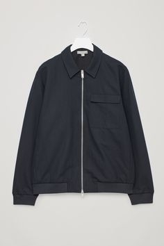 COS is a contemporary fashion brand offering reinvented classics and wardrobe essentials made to last beyond the season, inspired by art and design. Nike Jacket, Bomber Jacket, Latest Clothes For Men, Men's Coats And Jackets, Cotton Jacket, Contemporary Fashion, Timeless Fashion, Cotton Linen, Fashion Brand