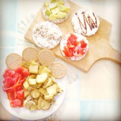 Colorful lunch! -zucchine in carpione e pomodori con cracker di soia - fantasia di gallette: avocado, fiocchi di latte e semi di chia, fage e pomodoro, fage e glassa di soia  #lunch #lunchtime #pranzo #pranzetto #gallette #fage #avocado #tomatoes #healthy #healthyfood #healthychoices #eat #eatclean #eating #eathealthy #food #foodporn #cibobello #cibosano #cibibuoni #nodiet #diarioalimentare #foodporn #fooddiary #yummy #delicious #mangiaresano #mangiarecongusto