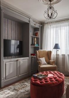 Комфортная обстановка, изящная мебель и небанальный декор – в небольшой двухкомнатной квартире в Новой Москве профессионалы с нуля создали интерьер мечты для любой девушки