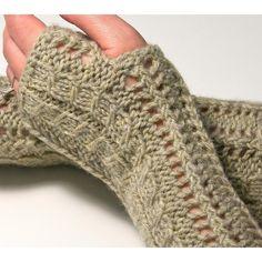 Ravelry: Lace Fingerless Gloves pattern by Luciana Boic Christmas Knitting Patterns, Crochet Patterns, Arm Knitting, Knitting Ideas, 4 Ply Yarn, Universal Yarn, Baby Scarf, Long Gloves, Lang Yarns