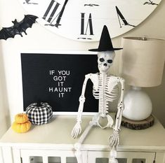 Halloween Fun: Spooky Decor and more - Crisp Collective Halloween Letters, Fröhliches Halloween, Halloween Inspo, Halloween Quotes, Halloween Home Decor, Couple Halloween, Holidays Halloween, Classy Halloween Decorations, Halloween Tricks