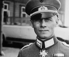 Erwin Rommel, one of the many who stood up to Hitler. Luftwaffe, Erwin Rommel, Field Marshal, Germany Ww2, Afrika Korps, German Uniforms, German Army, Panzer, Military History