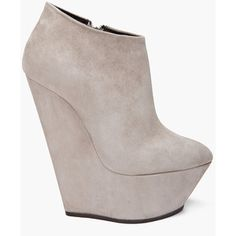 Sweet Moses, the angle of the heel, the extended almond toe... the ankle slant... I die.