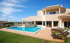 Albufeira 3 km, strand 2,5 km zwembad 12X5 met hek 2990 euro zaterdag 18 juli of vanaf 8 augustus