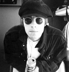 Liam in a baker boy hat? Yeah, I guess you could say I'm obsessed. Gene Gallagher, Lennon Gallagher, Liam Gallagher Oasis, Radiohead, John Lennon, Green Day, Great Bands, Cool Bands, Coldplay