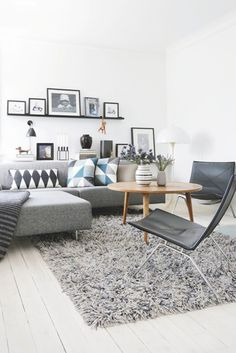 Eames chairs - White & black living room - decor room design home design design Living Room Interior, Home Living Room, Apartment Living, Living Room Designs, Living Room Decor, Apartment Couch, White Apartment, Carpet For Living Room, Apartment Interior