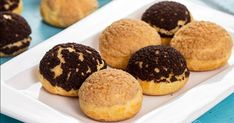 Choux au Craquelin are mini cream puffs topped with a sweet crispy topping, called craquelin, that are simply hard to resist. Beignets, Choux Pastry, French Desserts, Eclairs, Pavlova, Vegetarian Chocolate, Thanksgiving Recipes, Sweet Tooth, Sweet Treats
