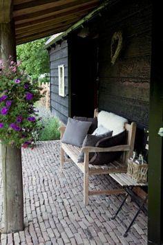 Sfeervol voor in je tuin by susana Outdoor Rooms, Outdoor Gardens, Outdoor Chairs, Outdoor Living, Outdoor Decor, Dream Garden, Home And Garden, Diy Garden Decor, Porches