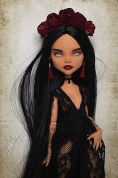 by julisidorova Ooak custom repainted Monster High doll Pretty Dolls, Cute Dolls, Beautiful Dolls, Bratz Doll, Ooak Dolls, Barbie Dolls, Custom Monster High Dolls, Monster High Repaint, Monster High Ghoulia