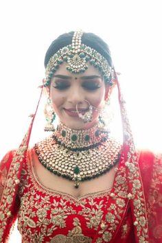 A Stunning Udaipur Wedding With The Bride In A Gorgeous Mehendi Lehenga Indian Bridal Photos, Indian Bridal Jewelry Sets, Indian Bridal Outfits, Wedding Outfits, Indian Jewelry, Indian Bridal Lehenga, Red Lehenga, Bridal Jewellery Inspiration, Indian Wedding Bride