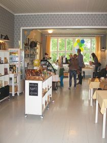 Keltaisen Talon Kahvilakauppa / The café and the gift shop at Keltainen Talo, The Yellow Country House in Pälkäne, Finland. Holidays In Finland, Farm Holidays, Museum Shop, Country, Yellow, Outdoor Decor, Gift, House, Furniture