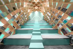 MONTERREY – For this Libreria Conarte bookstore in Mexico, the designers at Anagrama imagined it as a nook where visitors can lose themselves in a book. It is a space to enhance the experience of reading and put it into perspective. Creative Bookshelves, Bookshelf Design, Azul Tiffany, Tiffany Blue, Cabinet D Architecture, Interior Architecture, Library Architecture, Interior Exterior, Interior Design