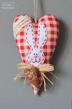 Пасхальное тильда-сердечко. Комментарии  Translation: Easter stuffed heart.