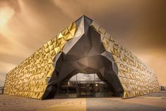 Liong Lie Architects et Leaders Against Routine ont construit le centre commercial « Gold Souk » au Beverwijk Bazaar.