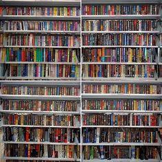 Que livro gostavam de comprar no fim-de-semana? :) #books #bookstagram #bookworm #booknerd #bookshelf #bookslover #booksofinstagram #usedbook #usedbooks #savers #saversthriftstore  Credits to @ryanblanck