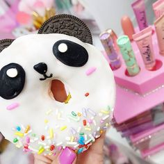 Another cute donut from Spudnuts Donuts 🐼💕this was yummy! I really like t… Another cute donut from Spudnuts Donuts 🐼💕this was yummy! I really like the frosting! Panda Birthday Party, Panda Party, Creative Desserts, Cute Desserts, Macarons, Panda Food, Donut Drawing, Donut Cupcakes, Panda Cakes