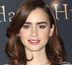 15 Proof That Lily Collins Can Rock Any Hair short - about: Getty Images. I think we can all agree that Lily Collins has some of the best eyebrows . Celebrity Eyebrows, Celebrity Beauty, Lily Collins Hair, Lily Collins Eyebrows, Make Up Looks, Super Hair, Shoulder Length Hair, Moda Fashion, Brown Hair Colors