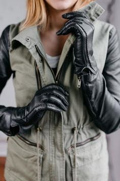 Women's Lambskin Leather Gloves with Cashmere Lining - Small / black