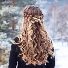 """797 Me gusta, 29 comentarios - Hairstyles & Braids (@prettyhairstyleess) en Instagram: """"Half Up Pull Through Braid with curls inspired by @anniesforgetmeknots #bleachblondeluxyhair…"""""""
