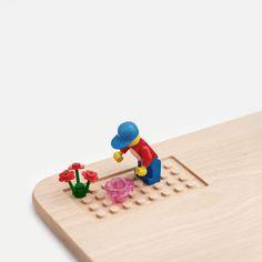 Lustiges Frühstücksbrett mit Legomännchen und Blumen für Kinder/ cute breakfast board with a gardening Lego guy for children made by Bloqform via DaWanda.com