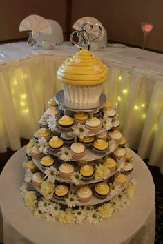 A fun wedding design cupcake tree in yellow and white with fresh daisies. #wedding #weddingcakes #daisies #cupcakes