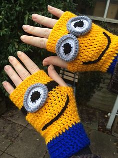 minion mittens crochet pattern – Knitting Tips Minion Crochet Patterns, Minion Pattern, Crochet Mittens Pattern, Crochet Gloves, Cute Crochet, Crochet For Kids, Crochet Crafts, Crochet Projects, Knit Crochet