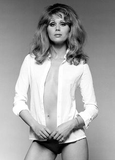 Joanna Lumley goes BRALESS as she teases assets in seriously sexy throwback Joanna Lumley Young, Gorgeous Women, Beautiful People, Brian Duffy, Bond Girls, Sixties Fashion, Absolutely Fabulous, Iconic Women, British Actresses
