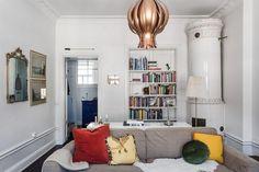 Solo por la chimenea y la lámpara, esta casa merece la pena.