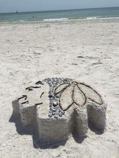One of our fans built this #Blackhawks sandcastle to show their #pride on the beach in Tampa! #StanleyCup