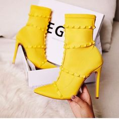 043a5d6eb 13 melhores imagens de Coturno Amarelo   Woman fashion, Fashion ...