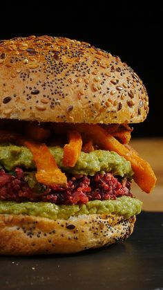 Burger végétarien - The Best Raw Dog Recipes Diet Soup Recipes, Low Carb Chicken Recipes, Easy Casserole Recipes, Dog Recipes, Veggie Recipes, Vegetarian Recipes, Tasty Videos, Food Videos, Hamburger Vegetarien