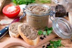 Ingrediente: Un kilogram ficat de porc, 150 ml lapte, 250 gr unt, 250 gr gușă de porc, 150 g pulpă de porc, 80 gr slănină porc, 6 cepe, 2-3 foi dafin, sare, piper (după gust), un varf de cutit boia dulce Mod de preparare Se spală ficatul, se curăță , se taie cubulete și se … Appetizer Salads, Appetizers, Ukrainian Recipes, Bbq, Chicken Livers, Desert Recipes, Great Recipes, Banana Bread, Peanut Butter