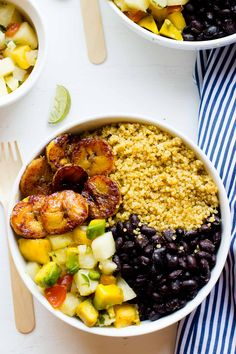 These Cuban Quinoa Bowls are loaded with seasoned black beans, juicy plantains and an addictive sweet and spicy pineapple salsa! Veggie Recipes, Whole Food Recipes, Vegetarian Recipes, Cooking Recipes, Healthy Recipes, Vegetarian Quiche, Cooking Tips, Diet Recipes, Quinoa Salat