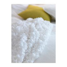 IKEA OFELIA Blanket White 130x170 cm Fits beds up to 180 cm wide since the blanket is stretchable.