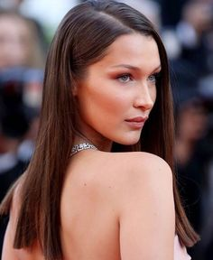 From Irina Shayk to Bella Hadid and Hailey Baldwin, MOJEH has rounded up the dreamiest Cannes red carpet beauty looks. See our favourite hair and make up here. Ombré Hair, One Hair, Bella Hadid Short Hair, Light Auburn Hair, Graduation Hairstyles, Hair Transformation, Cool Haircuts, Dark Hair, Hair Hacks