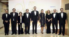 Sus Majestades los Reyes, con los galardonados y los representantes de ABC, Vocento y la entidad patrocinadora, Abanca © Casa S.M. El Rey