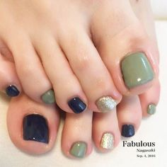 The advantage of the gel is that it allows you to enjoy your French manicure for a long time. There are four different ways to make a French manicure on gel nails. Pedicure Nail Art, Toe Nail Art, Blue Pedicure, Pedicure Ideas, Pedicure 2017, Pedicure Colors, Acrylic Nails, Blue Nails, My Nails