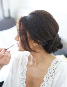 Un chignon bas XXL Porté sur la nuque, il est encore plus élégant. Une coiffure dont on peut booster le volume avec des extensions à clips.